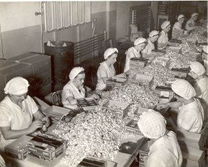 Hershey Chocolate Factory, packing kisses by hand. 3/1937
